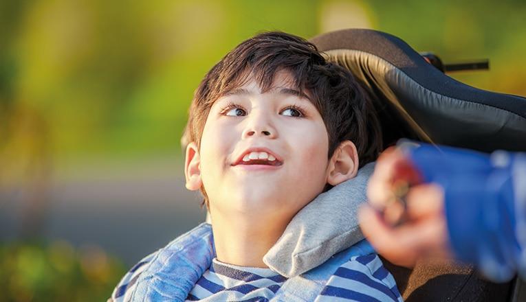 Kinderen met de spierziekte SMA hebben vaak op jonge leeftijd al hulpmiddelen nodig