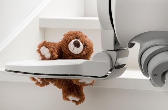 Een KiKa beer veroorzaakt een traplift storing; dit is makkelijk op te lossen.