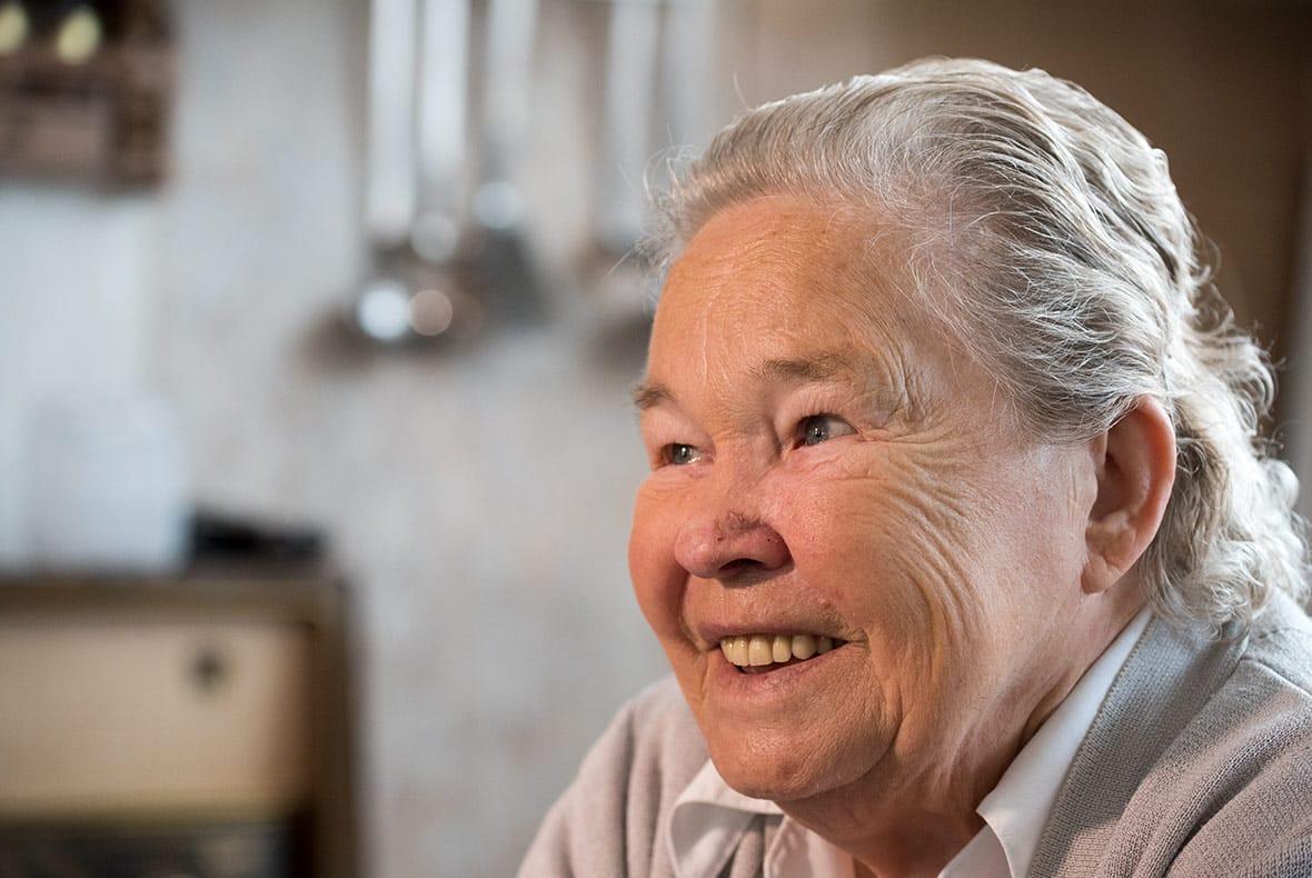 Mevrouw Van der Sangen vertelt over haar traplift