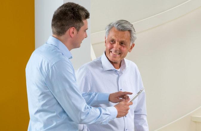 Onze adviseur komt vrijblijvend bij u thuis om de trap op te meten en een exacte traplift prijsofferte te maken.