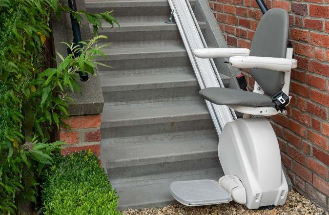 De Otolift Line is op rechte trappen de ideale traplift voor buiten.