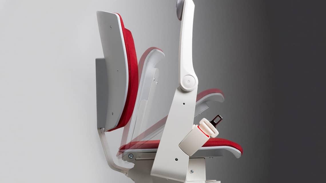 De stoel en de voetenplank kunnen opgeklapt worden, waardoor de traplift niet opvalt in het interieur.