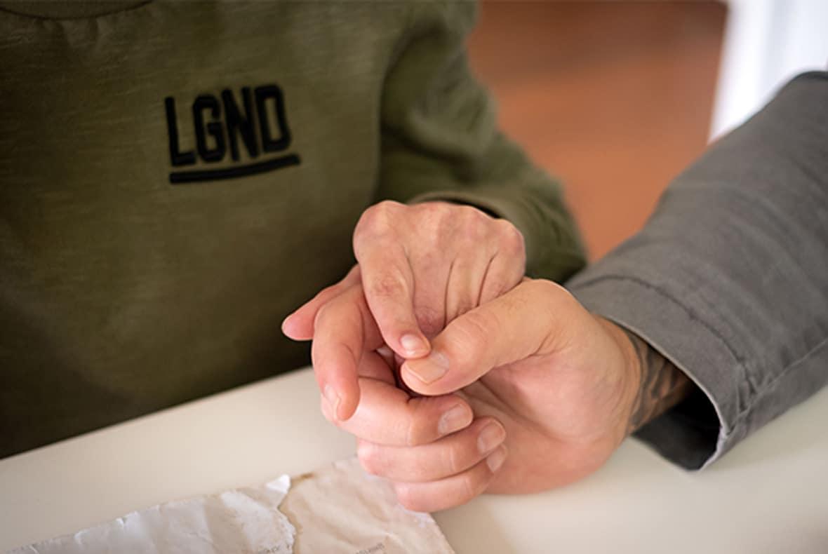 steve handen vasthouden